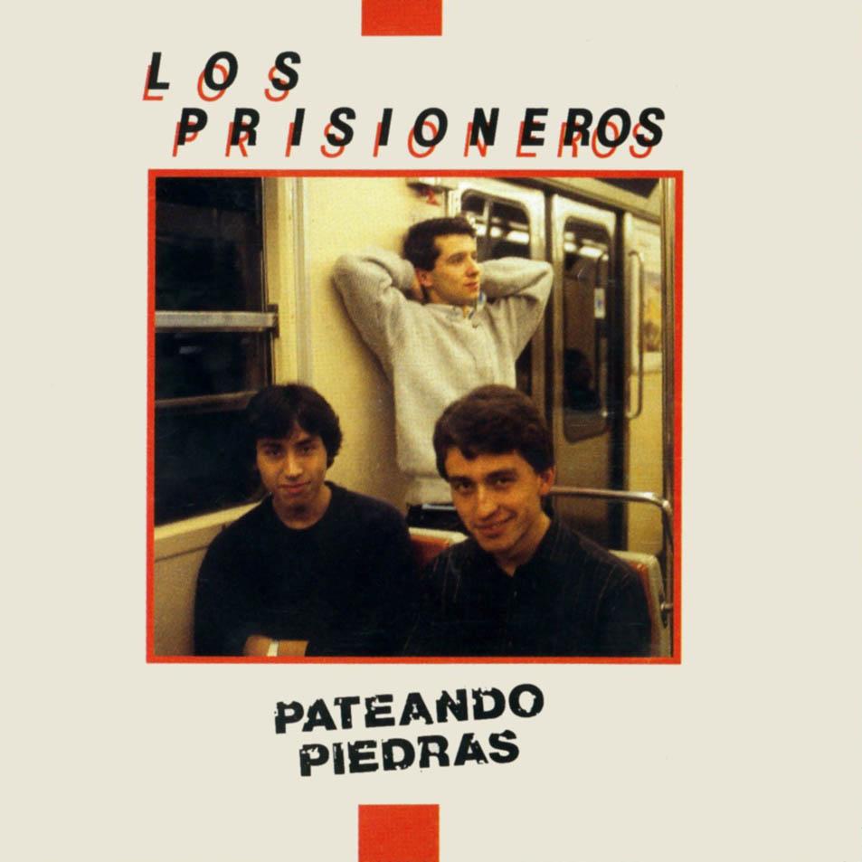 losprisioneros_pateando